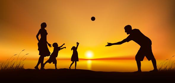 Familia jugando. ¿Cómo recuperar la energía?