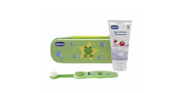 Set dental de cepillo y pasta de dientes infantil de Chicco.