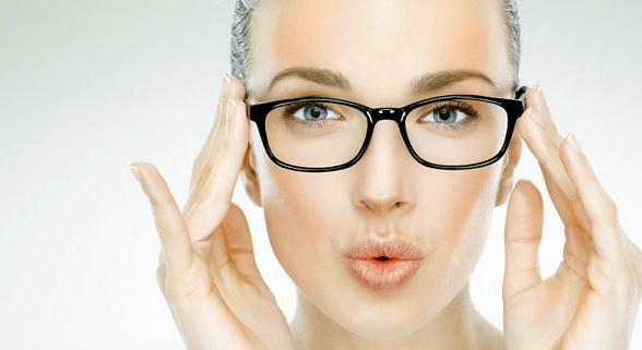 ¿Cómo debe ser el maquillaje cuando llevas gafas?